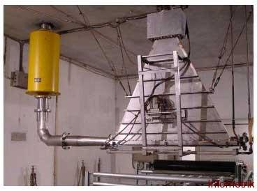 Gb. 3 Salah satu mesin berkas elektron konvensional (tipe filamen panas) yang ada di BATAN